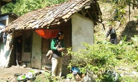 Tim Gema Peduli Kunjungi Rumah Yunita, Salurkan Bantuan Dari Para Donatur