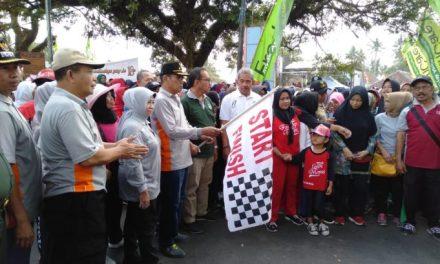 Warga Indihiang Ikuti Gerak Jalan Sehat HUT Kota Tasikmalaya Ke 18, HM Yusuf Himbau Masyarakat Perhatikan Sampah