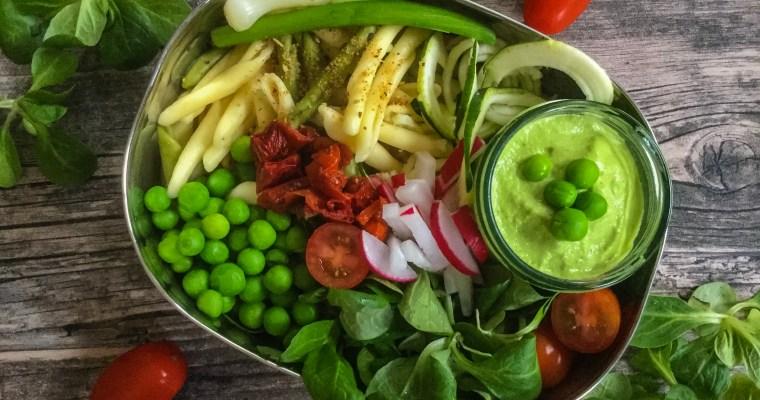 Nudeln in cremigem Avocado Pesto in der Lunchbox