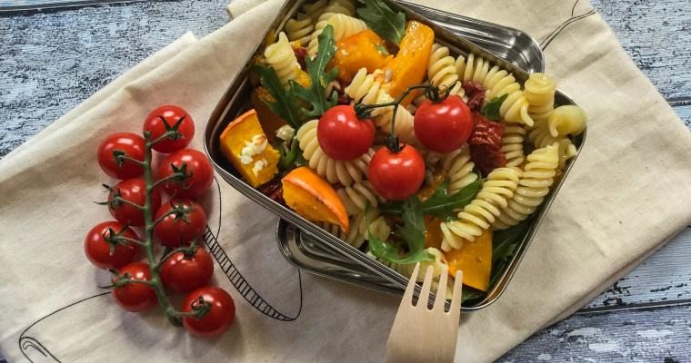 Nudel-Kürbis Salat mit Feta, vegetarisch