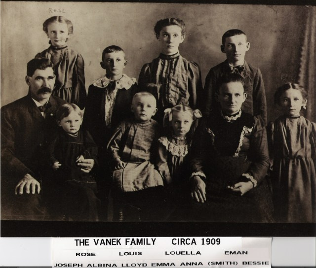 Vanek family photograph, 1908.