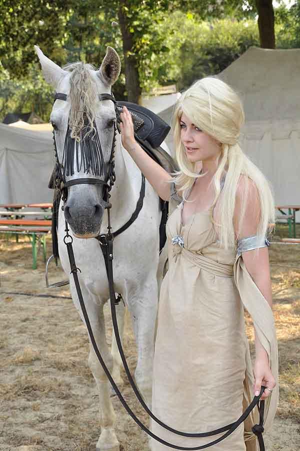 cosplay-Khaleesi-15