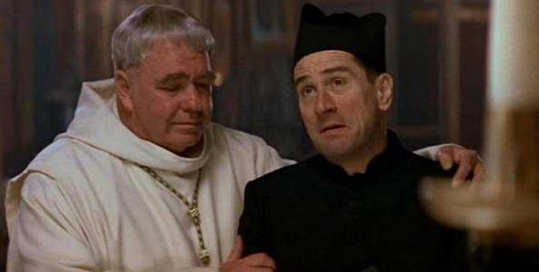 El abad acoge con cariño a los extraños