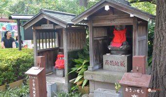 generacion-friki-en-japon-jizos-de-piedra-asakusa-templo-sensoji-2