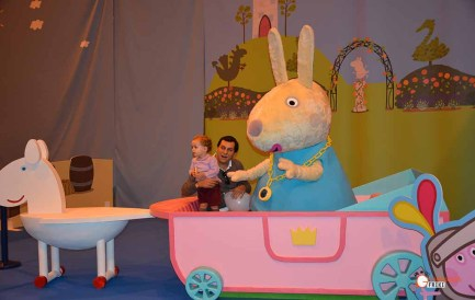 juvenalia-2016-generacion-friki-peppa-pig-mama-rabbit