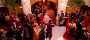 La serie lo tiene todo: bailes de salón...