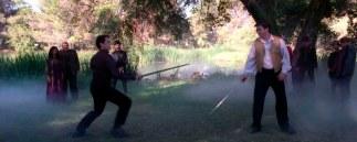 ...y duelos con espadas.