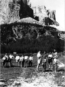 Teenagers in a summer camp in Colfosco (province of Bolzano) (INA social club, 1956)