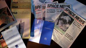 Materiale pubblicitario e articoli di giornale riguardanti il ramo spazio: Space Log, Space News e Esa Bulletin (1983-1994)