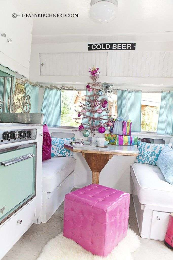 22 Awesome Holiday Decoration Ideas For Your RV     Welcome To The     Choose A Color Scheme You Love and Decorate Around That