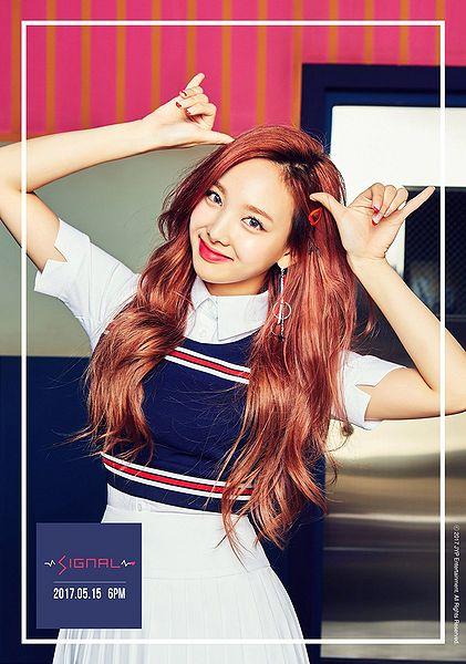 File:Nayeon - SIGNAL promo.jpg