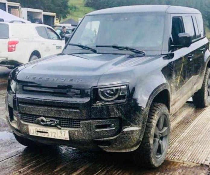 Nouveau Defender Land Rover - No time to die... James Bond