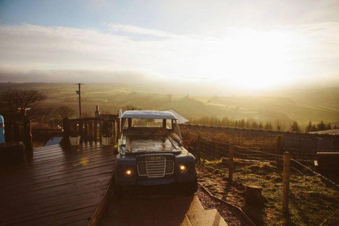 Land Rover Jacuzzi à louer sur Airbnb
