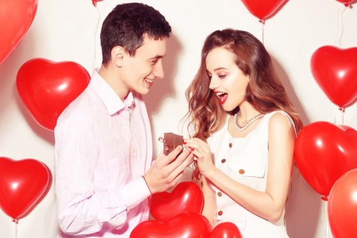Uno sguardo al perché le giovani donne frequentano uomini più