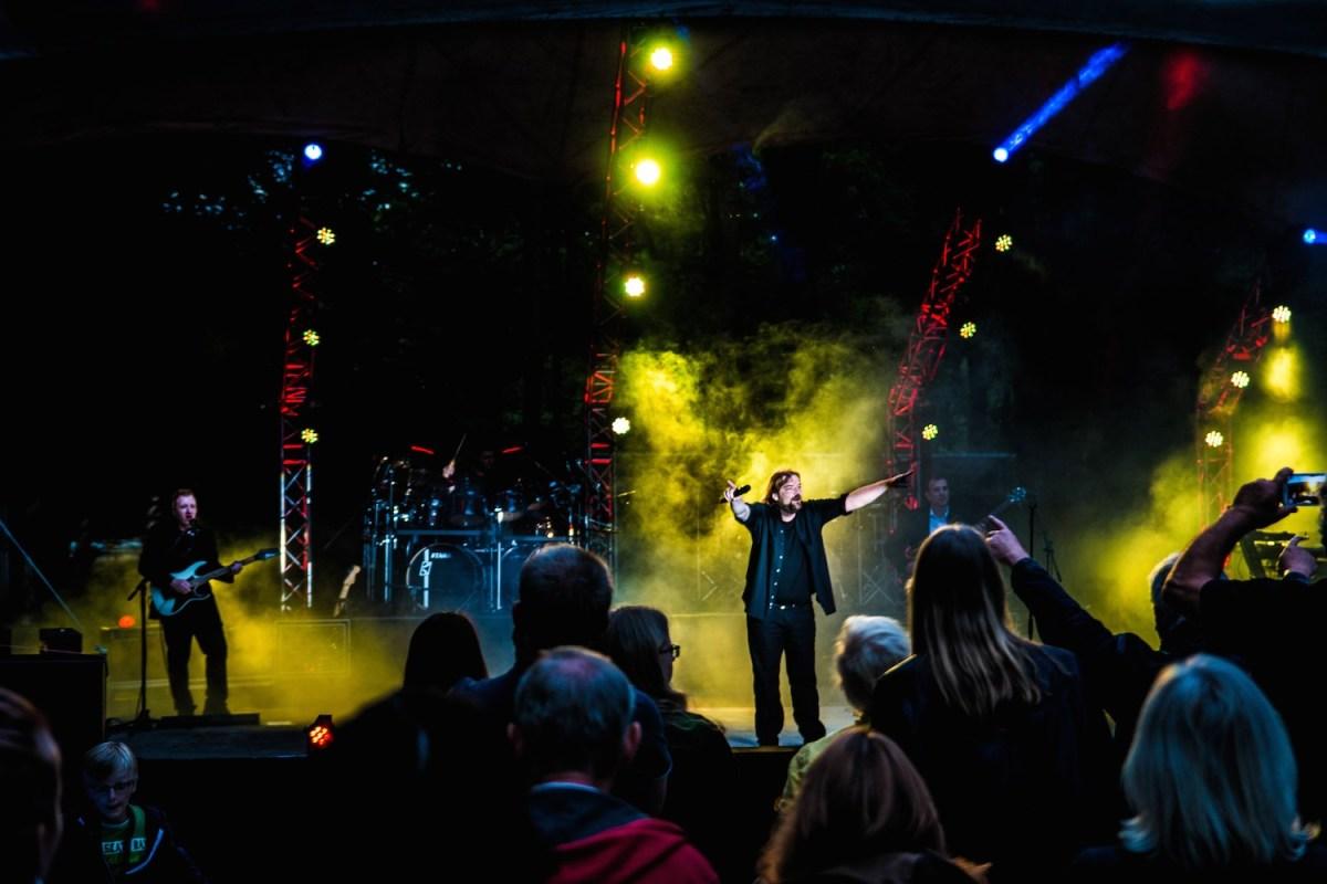 Land of confusion, Genesis, live over europe, when in rome, Phil Collins, the way we walk, Genesis Tribute, genesis Coverband, Klatschen, Audience, Rock Konzert, Moving heads, Lightshow, Geneses, Konzert, Veranstaltung, Musical, Show, Fürstenwalde, Parkbühne, Allegro Event, Event, Open Air, Zeltdach, waldbühne berlin