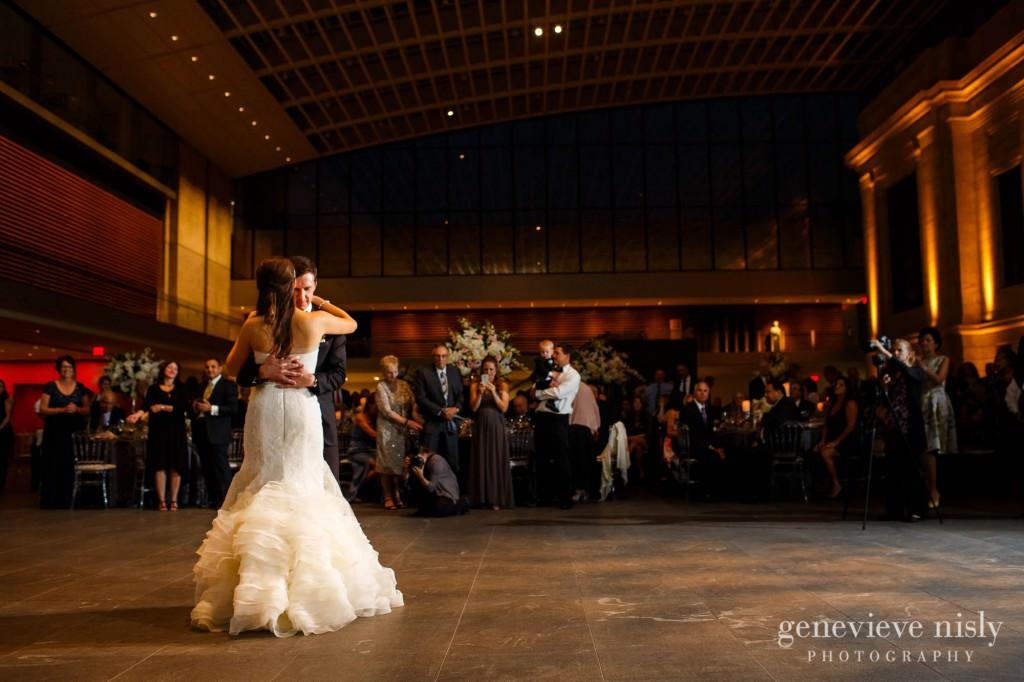 Cleveland, Cleveland Museum of Art, Copyright Genevieve Nisly Photography, Fall, Ohio, Wedding