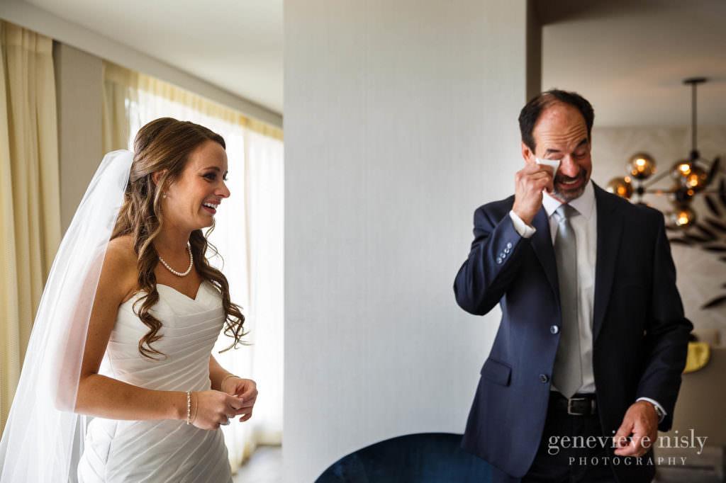 lauren-craig-007-downtown-hilton-cleveland-wedding-photographer-genevieve-nisly-photography
