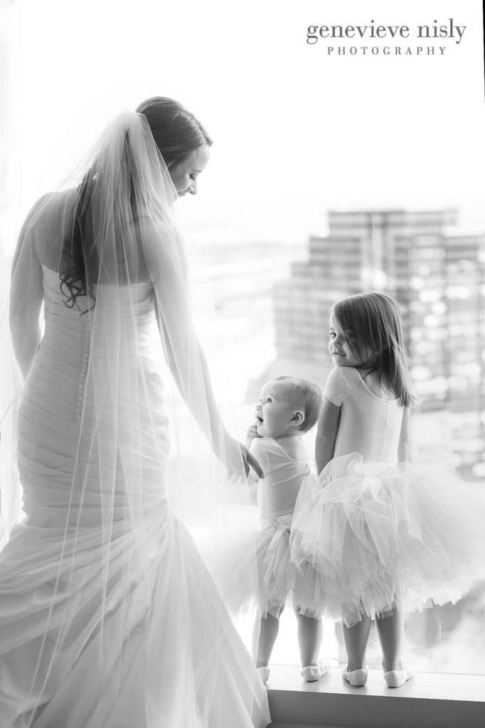 lauren-craig-008-downtown-hilton-cleveland-wedding-photographer-genevieve-nisly-photography