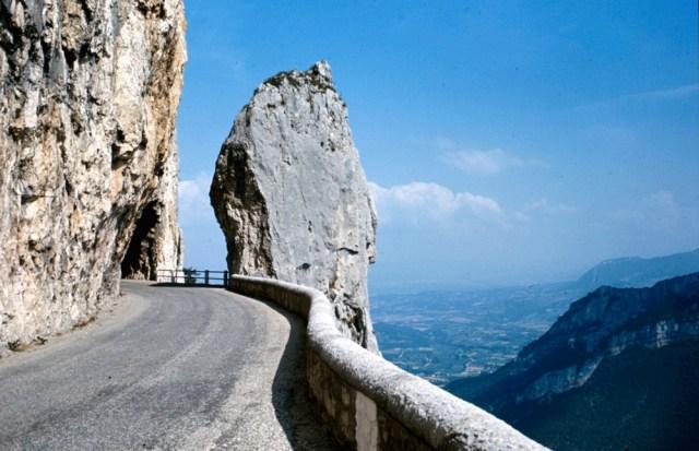 Jalan Raya Yang Menjanjikan 'View' Terindah Untuk Kaki Roadtrip 4