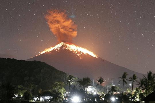 Gunung Bali Akhirnya Meletuskan Lavanya 6