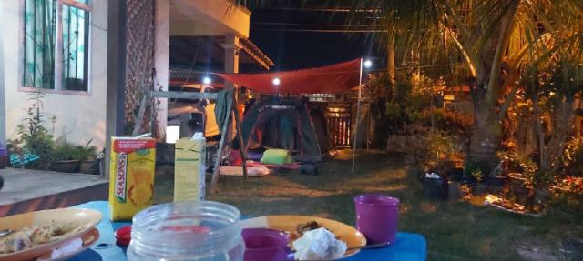 [Foto] Tepu Duduk Di Rumah, Rakyat Malaysia Bercamping Dalam Rumah Hiburkan Hati 6