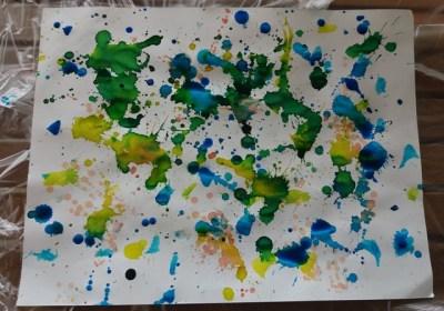 Creatività con i bambini: come creare la carta scrap | Genitorialmente