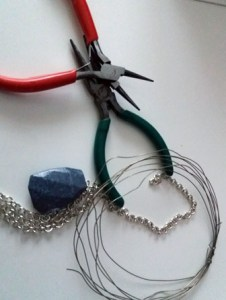 Regalo di Natale fai da te facile: collana con pietra | Genitorialmente