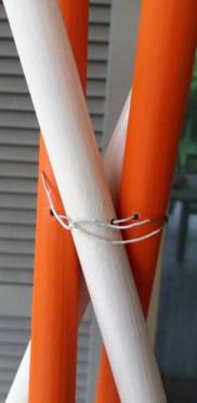 Come fare un appendiabiti con i bastoni: idee per la casa | Genitorialmente