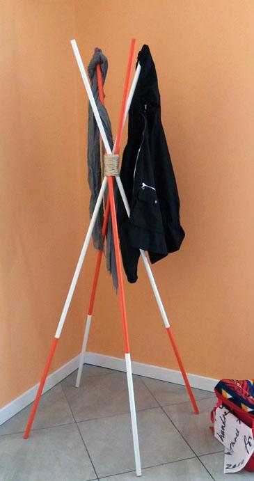 Come fare un appendiabiti con i bastoni: idee per la casa   Genitorialmente