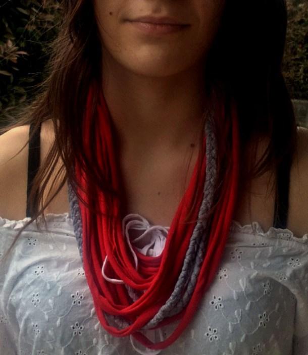 Riciclo magliette: collana di stoffa fai da te | Genitorialmente