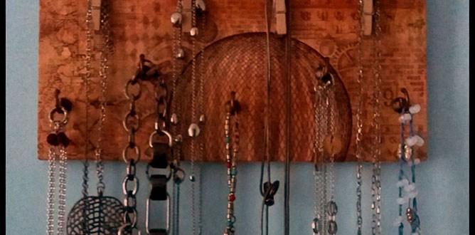 Porta collane in legno fai da te con decoupage | Genitorialmente