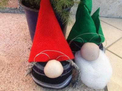 Come fare gli gnomi natalizi con calze: idee riciclo | Genitorialmente