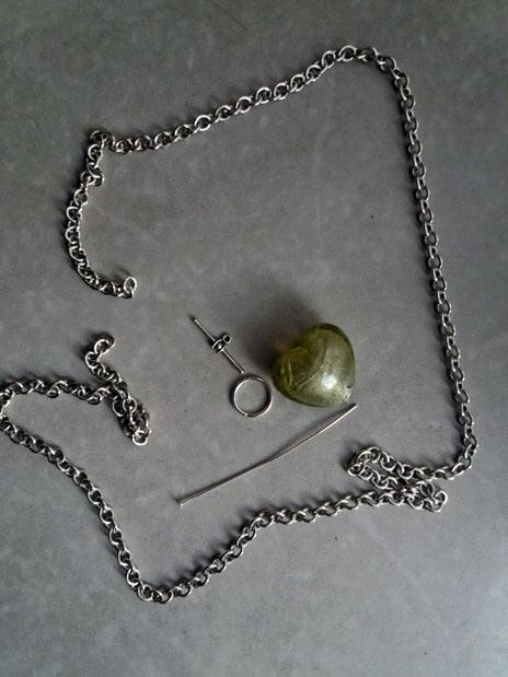 Come fare una collana con ciondolo: Idea regalo facile | Genitorialmente