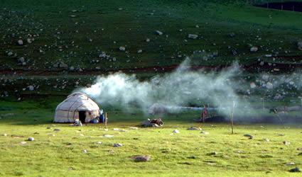 architettura_sostenibile_yurta_sostenibilità_architettura_moderna_yurt_mongolia_ecodesign_yurt