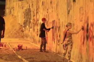 """Justin Bieber """"intervém"""" em muro brasileiro."""