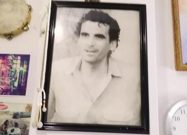 La fotografia di Massimo Troisi che è appesa al muro della mia stanza
