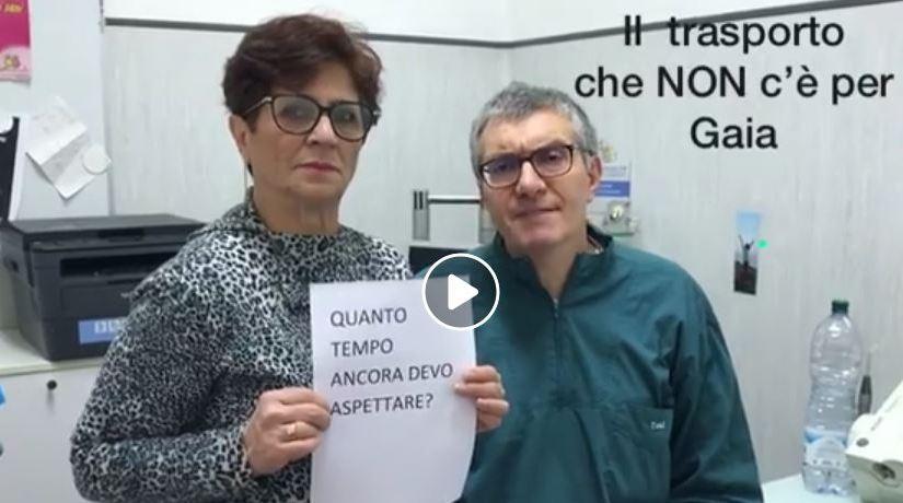 Toni Nocchetti con Marisa, la madre di Gaia a cui è negato il diritto dei disabili allo studio
