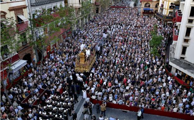 Las procesiones en Sevilla serán con costaleros y bandas