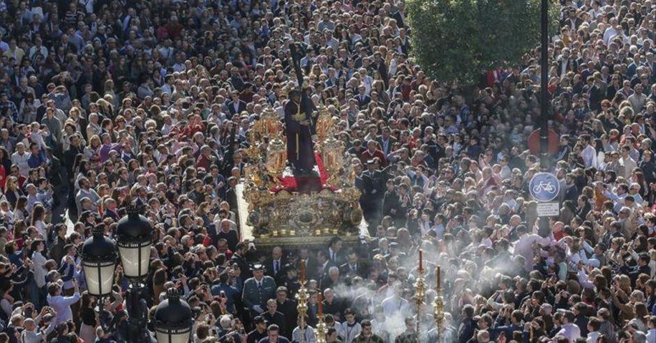 El arzobispo Saiz Meneses decreta la vuelta del culto externo