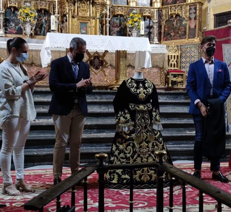 La Soledad de Arcos presenta la magnífica saya de Grande de León