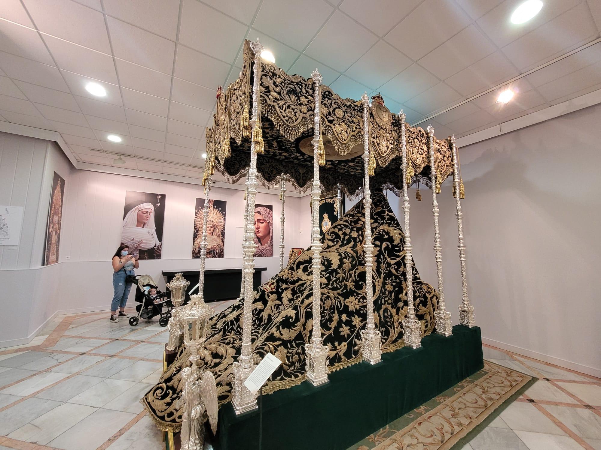 La exposición de la Vera Cruz de Alcalá en el Mercantil, a fondo