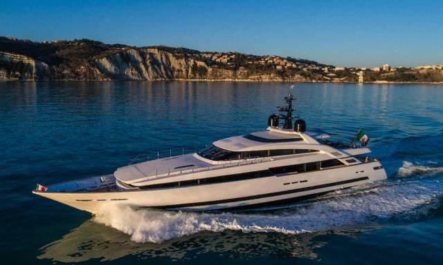 Isa Yachts Alloy 43 metri