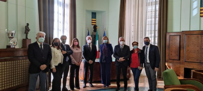 Salerno: comune blindato, giunta silenziata e stampa alla porta