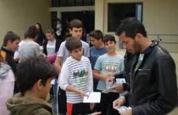 Μοίρασαν εισιτήρια σε σχολείο οι παίκτες των Τρικάλων