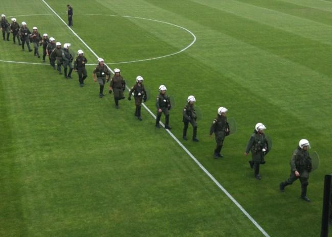 Γιατί τόση αστυνομία στο γήπεδο;