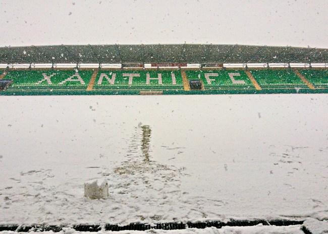 Ευτυχώς που δεν πήγε ο ΟΦΗ: Γεμάτο χιόνι το γήπεδο