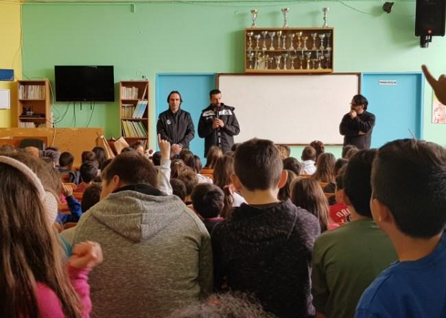 Video | Ο ΟΦΗ στην Μεσσαρά – συγκινητική υποδοχή από τους μικρούς μαθητές!