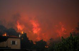 Eκτός ελέγχου η πυρκαγιά στην Εύβοια