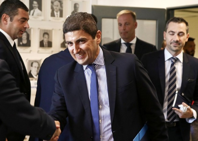 Ο Αυγενάκης συγκαλεί σύσκεψη για το VAR με τις ΠΑΕ της Σούπερ Λιγκ 1