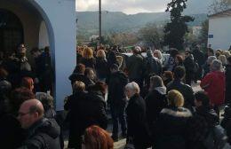Πλήθος κόσμου στο τελευταίο αντίο της Ρενάτας
